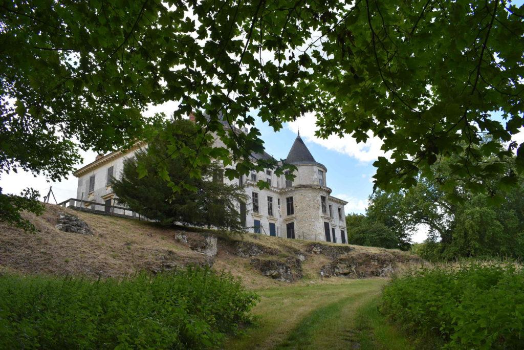 Vue sur le château de Méréville